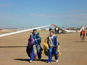 Henning beim Fallschirmspringen mit OmniPod und CGMS