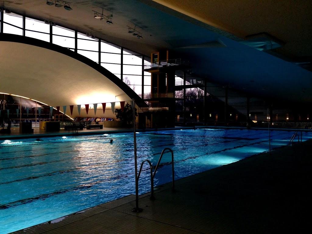 Schwimmen mit OmniPod: Morgens 6:30 Uhr im Schwimmbad lässt es sich gut Bahnen ziehen... zumindest die ersten 5 Minuten ;).